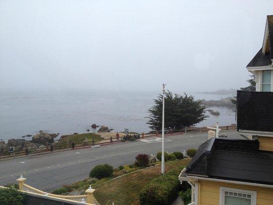 Seven Gables Inn : Morning view from the room - foggy morning.