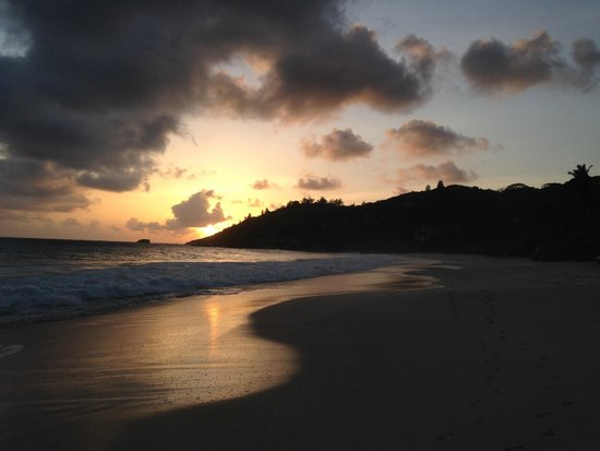 Banyan Tree Seychelles : Beach at sunset