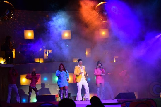 "Iberostar Tucan Hotel: Evening entertainment ""Boogie Nights"""
