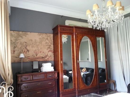 Casa de Billy Barcelona: Guestroom facing Gran Via