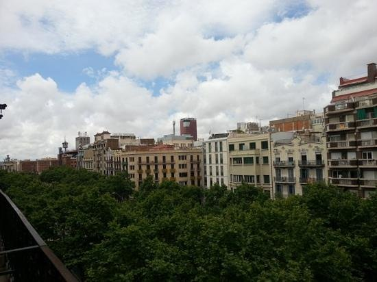 Casa de Billy Barcelona: The view of Gran Via from the room