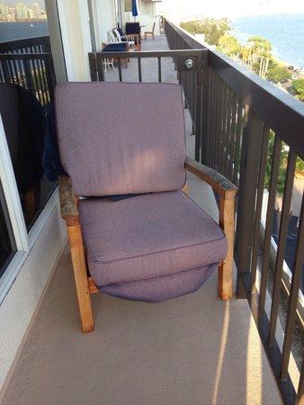 Sheraton San Diego Hotel & Marina: Old chairs