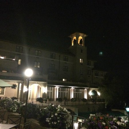 The Hotel Hershey: Front of hotel at night
