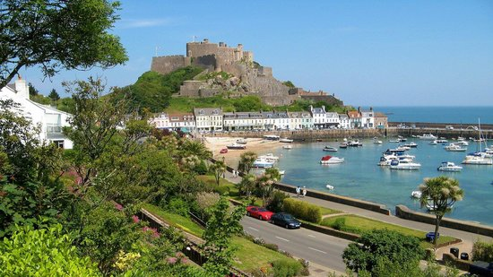Mont Orgueil Castle: Restaurants and shops below Mont Orgueil.