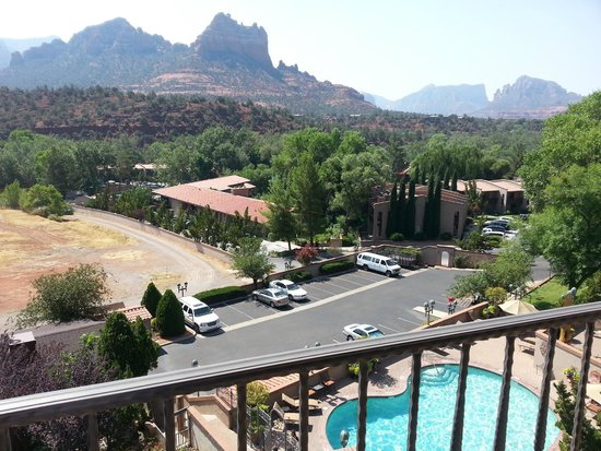 BEST WESTERN PLUS Arroyo Roble Hotel & Creekside Villas : View from our room.
