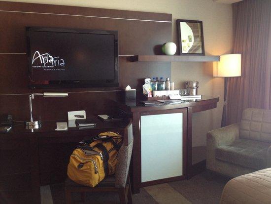 ARIA Resort U0026 Casino: Queen Bedroom: Minibar, Smart Tv