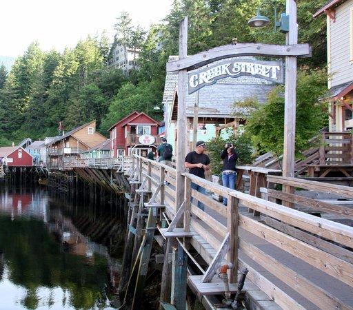 Creek Street: Walk Through - it's nice!