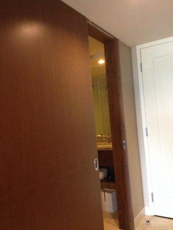 ARIA Resort & Casino: Sliding bathroom door