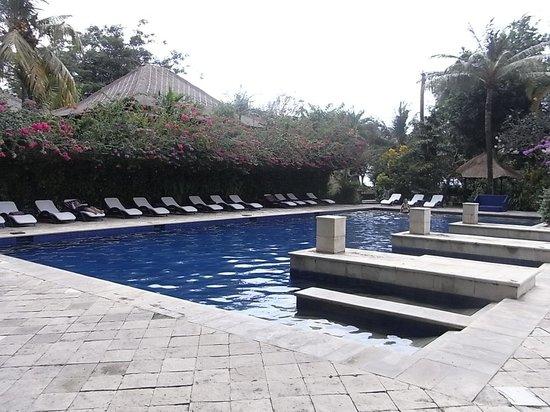 Mercure Resort Sanur : プールは2カ所にあります。