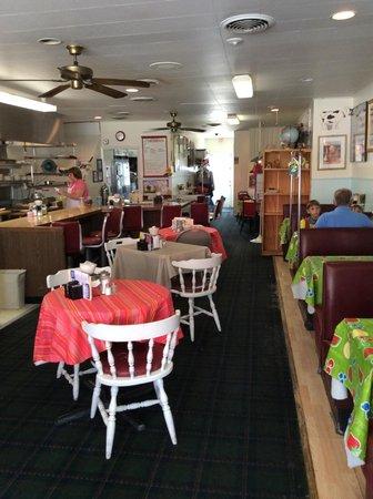 Warrens Restaurant: inside restaurant