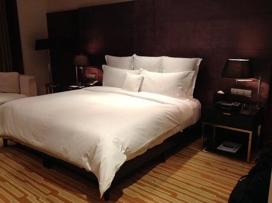 Langham Place, Beijing Capital Airport: comfy bed