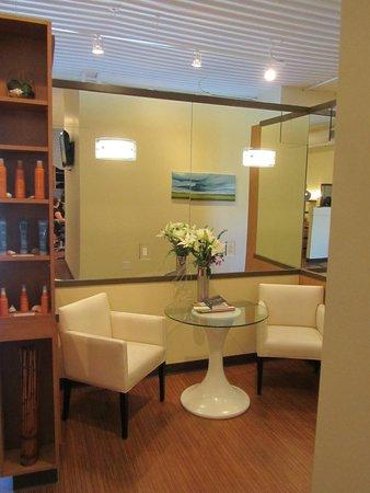 Bridgewater Beleaf Salon & Spa: Relaxation & waiting Area