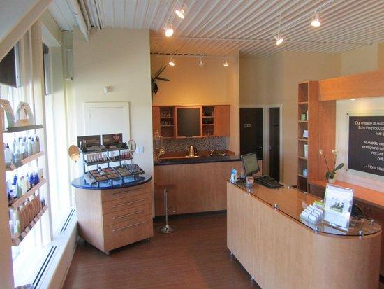 Bridgewater Beleaf Salon & Spa: Front Desk & Reception