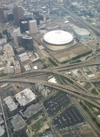 Flight Academy of New Orleans: flying over the superdome