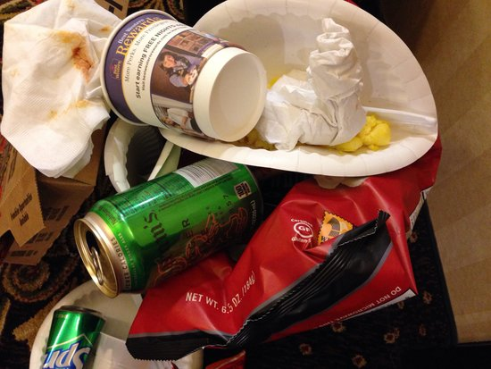 BEST WESTERN PLUS Daphne Inn & Suites: Trash two