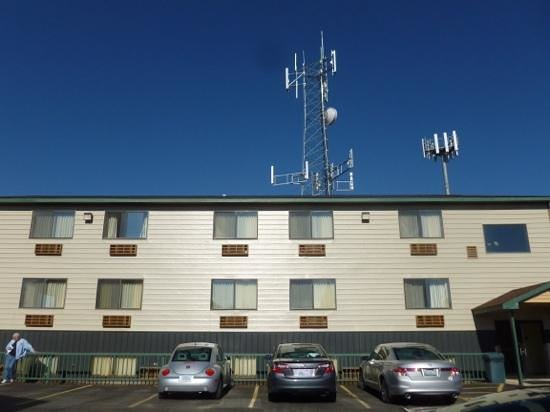 BEST WESTERN Weston Inn: Back building with cell towers