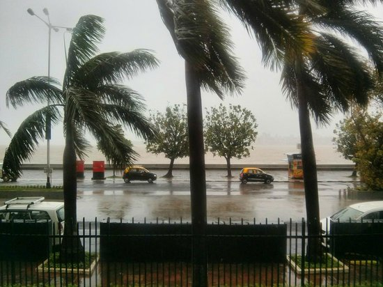 Trident, Nariman Point: View of Marine Drive from the lobby