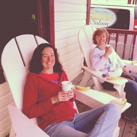 Ma Johnson's Hotel : Chilling on the porch