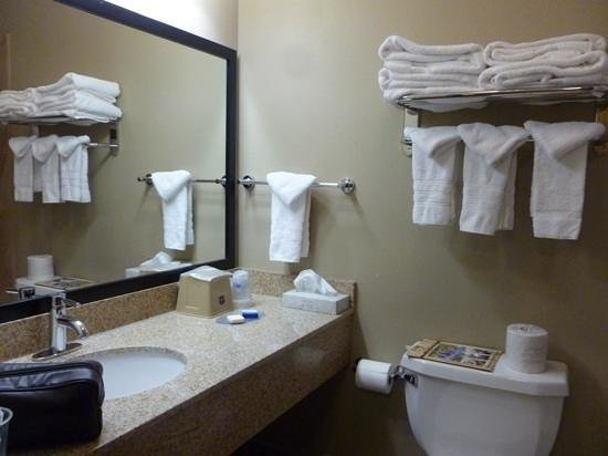 Best Western Weston Inn: Nice - newly remodeled bath