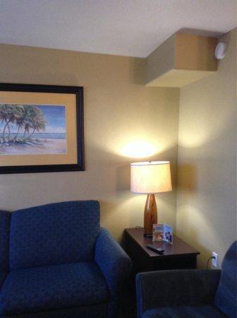 The Nautical Beachfront Resort : Beach suite living room