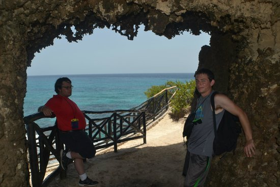 Punta Sur: Nice tunnel in the rock, provides a pretty view, and refuge from the ever present sun.