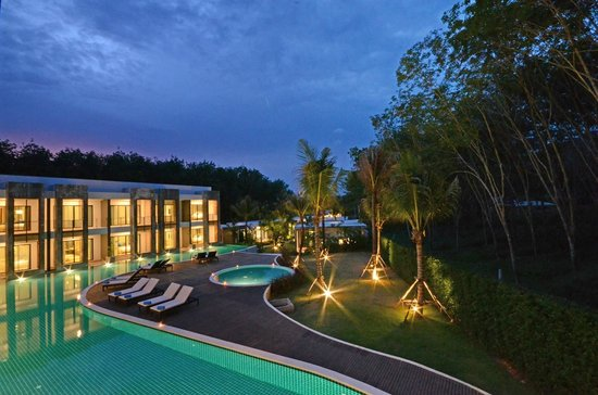 Wanaburi Hotel: Tropical Gardens and Natural Surroundings