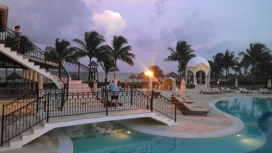 Secrets Capri Riviera Cancun: Walking over the pool facing the ocean