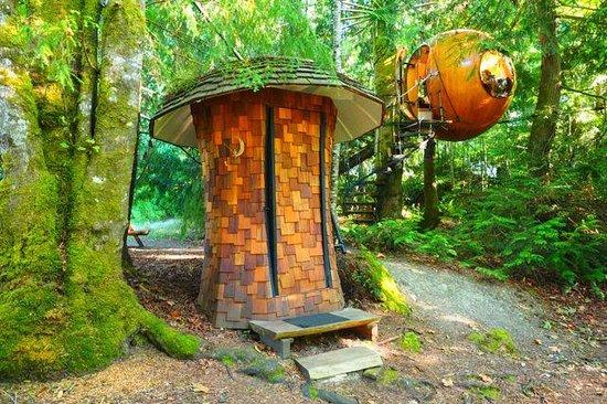 Free Spirit Spheres: Sphere und Toilette