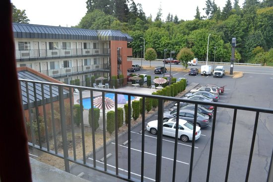 Days Inn Port Angeles: View of pool from room