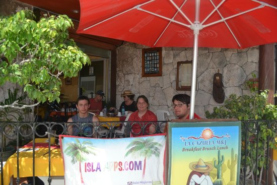 La Cazuela M & J : Under the shade on the porch overlooking the corner of Guerrero and Abosolo