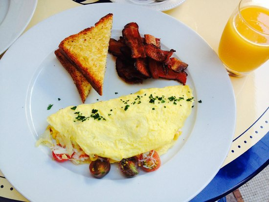 Bouchon : A special: Dungeoness Crab, tomato, and corn omelet, with smoked bacon and toasted brioche.