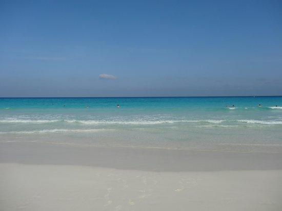 Hyatt Zilara Cancun: azure seas