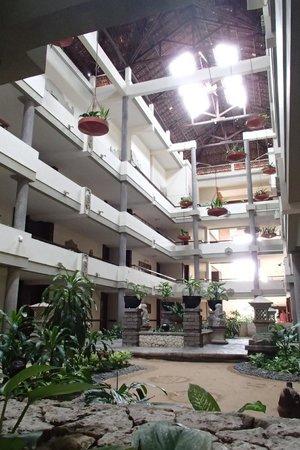 Melia Bali : ホテル ロビーまで遠かった…