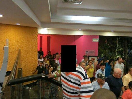 Grand Oasis Palm: crowd leaving Grand Salon