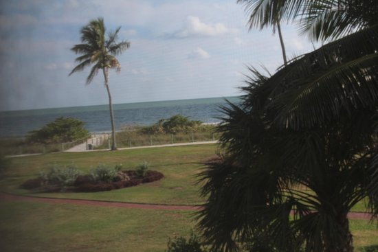 West Wind Inn : View from our 2nd floor room, facing part of beach and pool