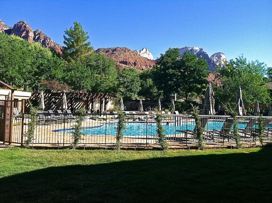 Desert Pearl Inn: View from our patio