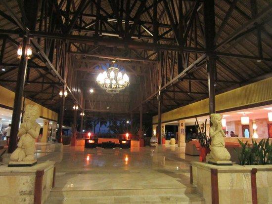 Holiday Resort Lombok : Foyer