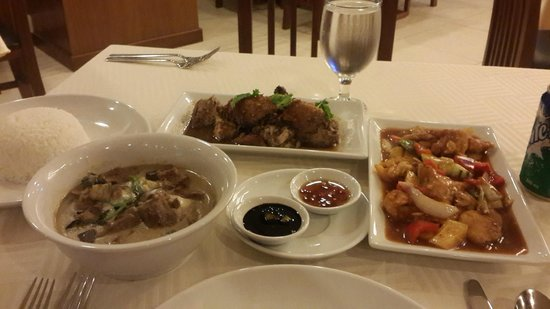 Armada Hotel Manila: thai green curry, garlic chicken, sweet and sour fish