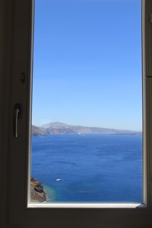 Mystique Luxury Collection Hotel: We were told the only room with a view from the bed - Room 1