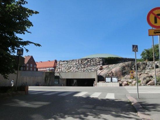 Temppeliaukio-Kirche: これが教会?と思うような外観