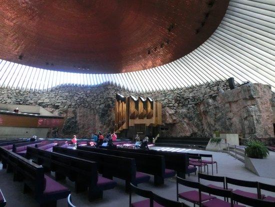 Temppeliaukio-Kirche: 内部は、モダンで幻想的