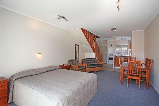 Touchwood Motor Lodge : 2 Brm Unit Lounge