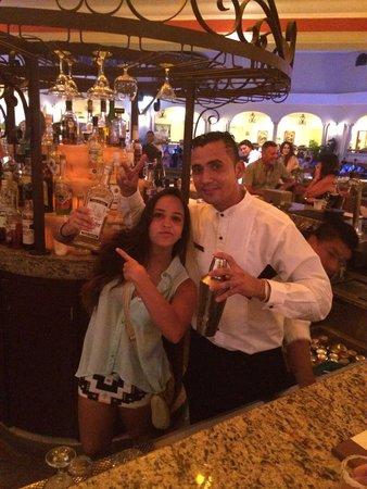 The Royal Playa del Carmen: El mejor bar tender! Tony!! Y también Chi del Lobby bar!!!
