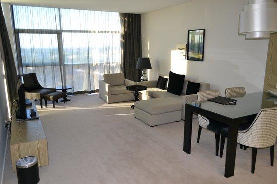 Fraser Suites Perth: Гостинная