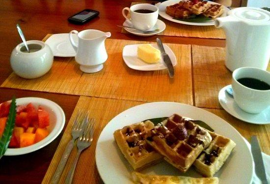 Clove Garden Kandy City: Breakfast is served