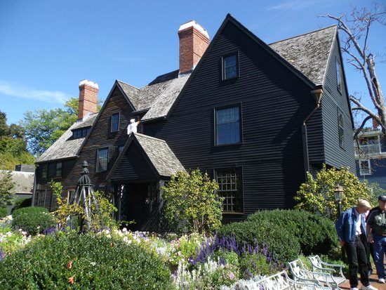 The House of the Seven Gables : the house