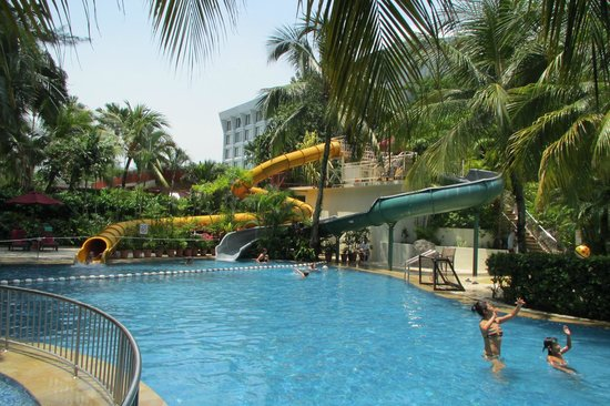 PARKROYAL Penang Resort, Malaysia : With 2 pools at the hotel, there is something for everyone!