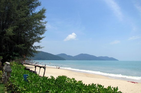 PARKROYAL Penang Resort, Malaysia : Batu Ferringhi Beach view from the hotel gardens!