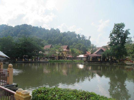 Oriental Village Langkawi: Вид на искусственное озеро