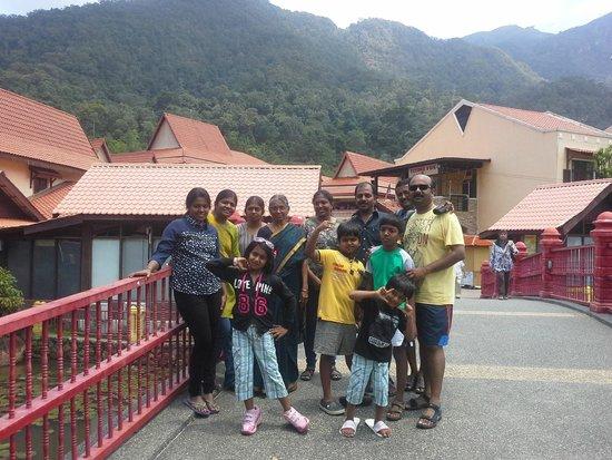 Oriental Village Langkawi: Счастливая индийская семья